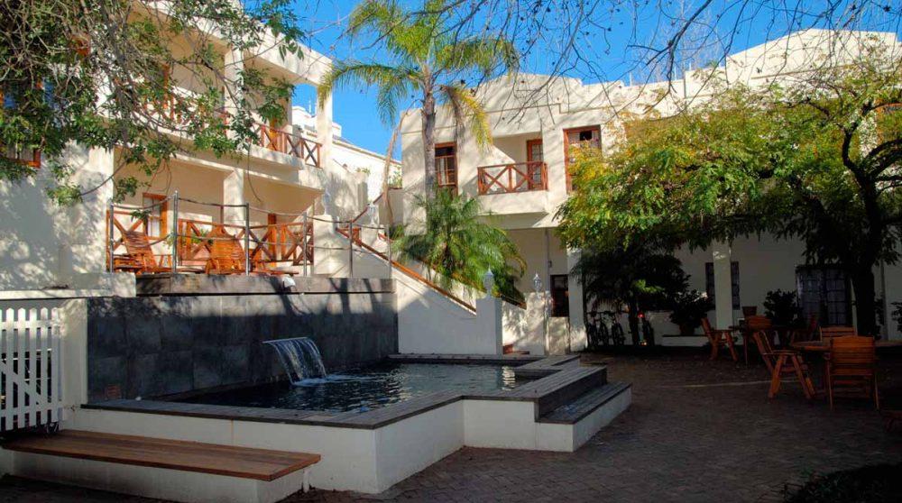 La cour intérieure de l'hôtel en Afrique du Sud