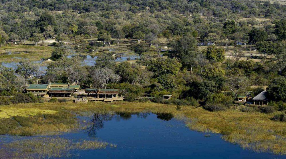 L'hôtel vue de loin dans le Delta de l'Okavango