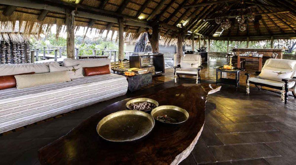 Le lounge ouvert sur la nature au Botswana