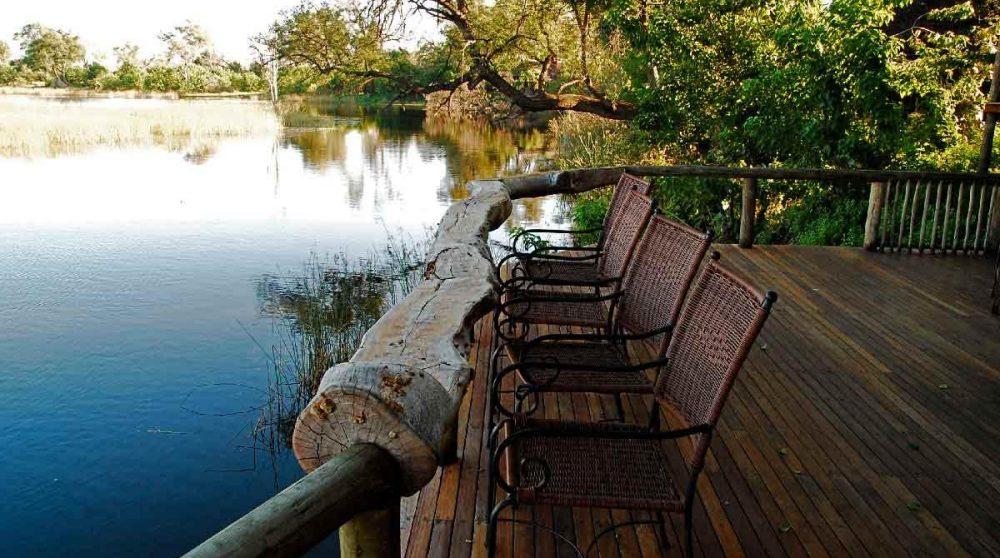 La terrasse face au lagon dans le Delta de l'Okavango