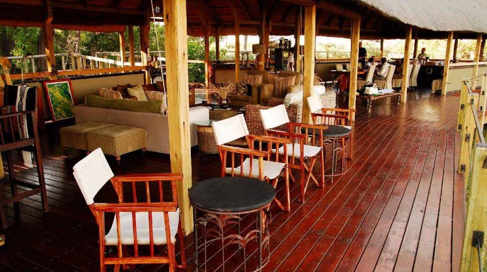La terrasse du lounge dans le Delta de l'Okavango