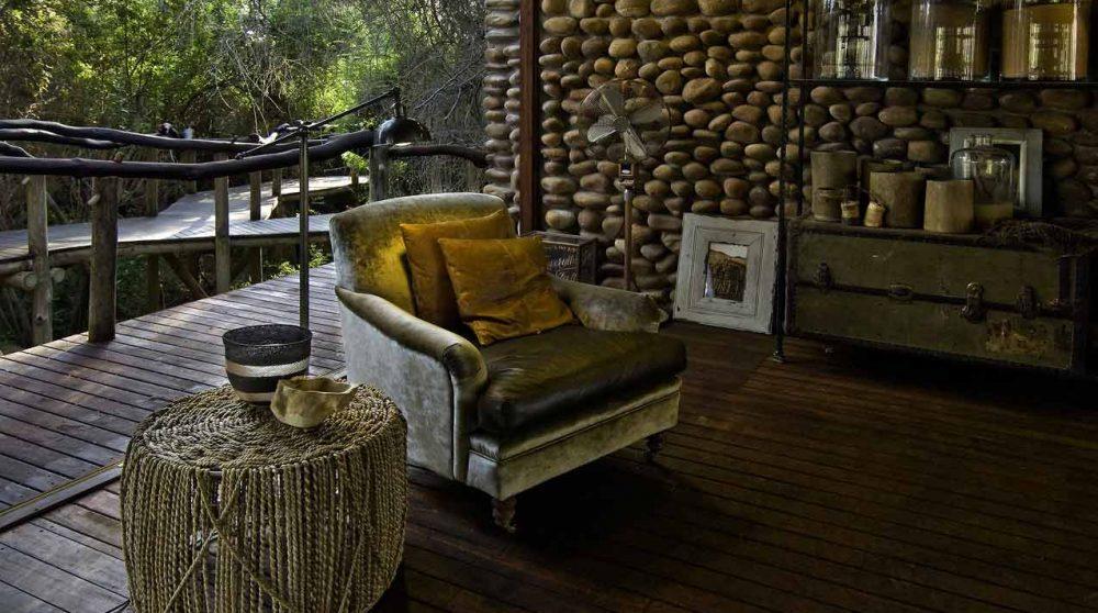 Fauteuil pour se reposer sur la terrasse à Kaokoland