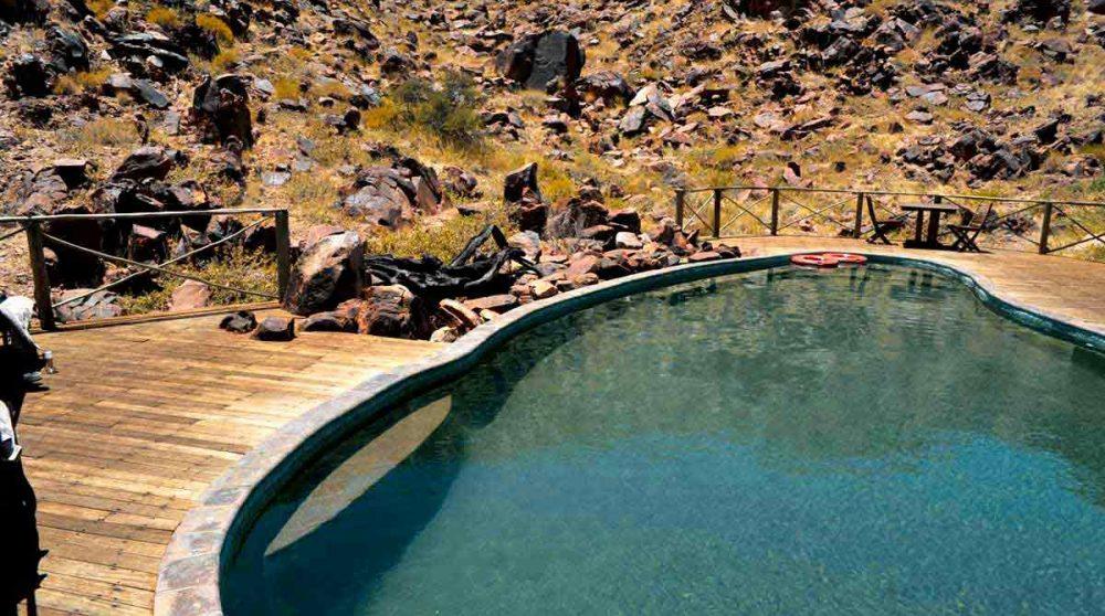 La piscine du Sossus Dune Lodge