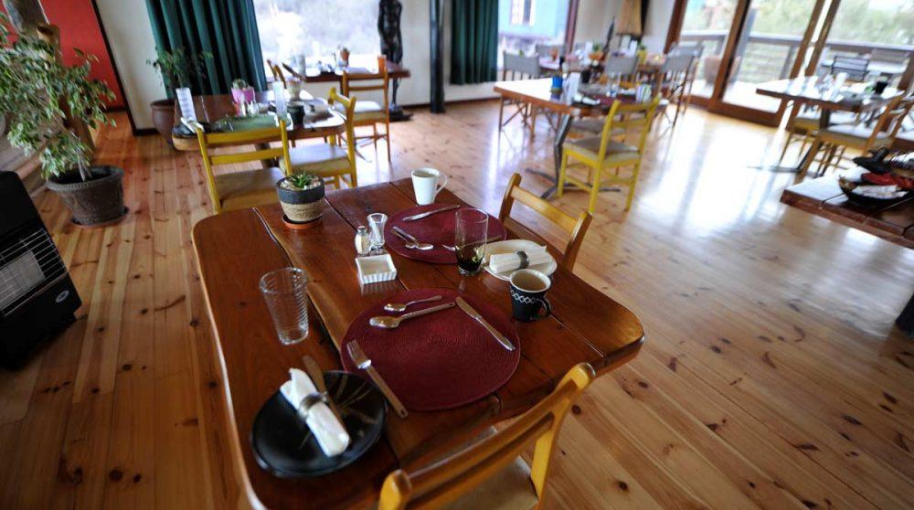 Une table pour déjeuner au Stiltz