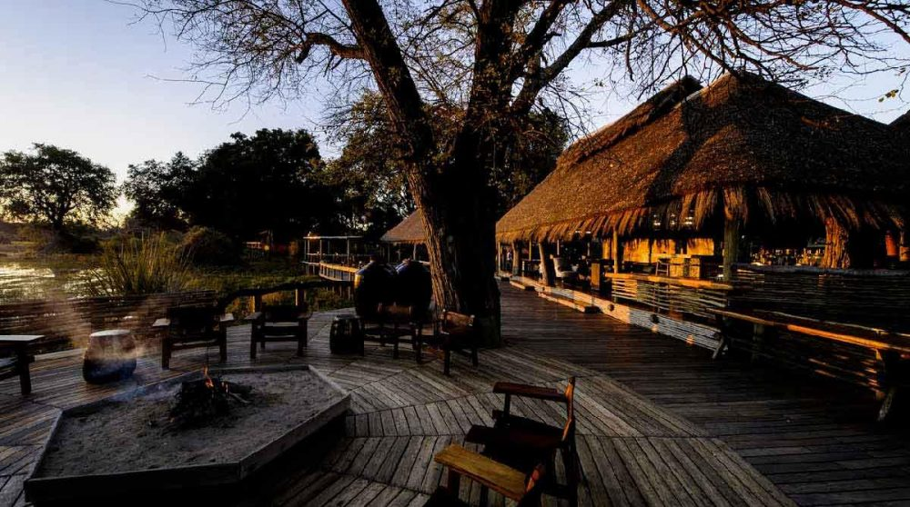La terrasse à la tombée de la nuit au Botswana