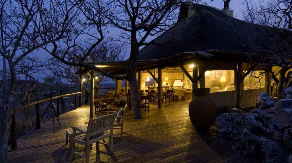 Soirée sur la terrasse en Namibie