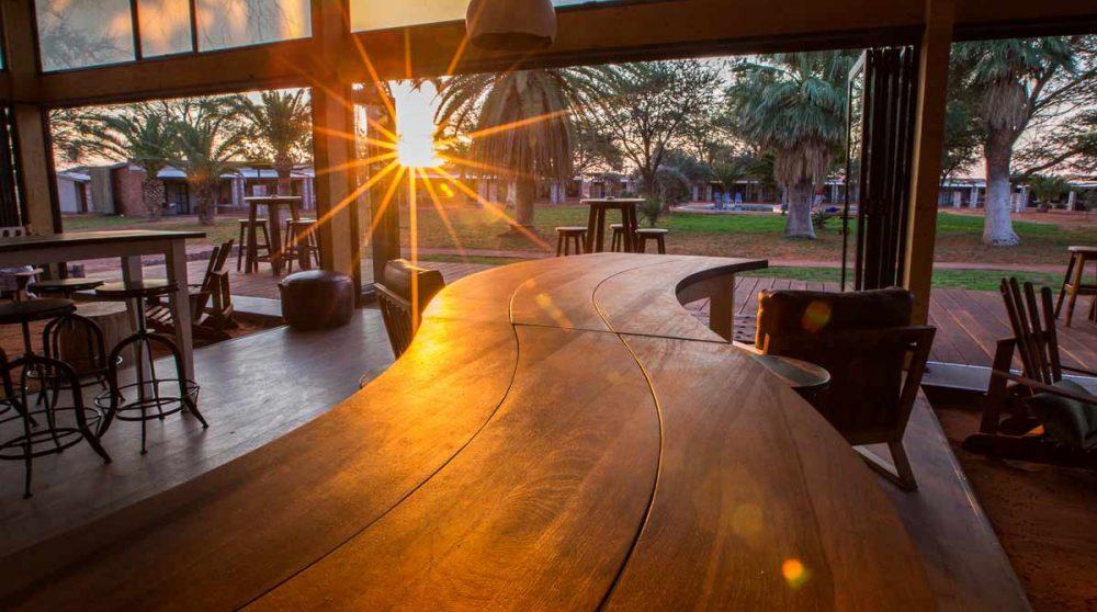 Le bar en fin de journée en Namibie