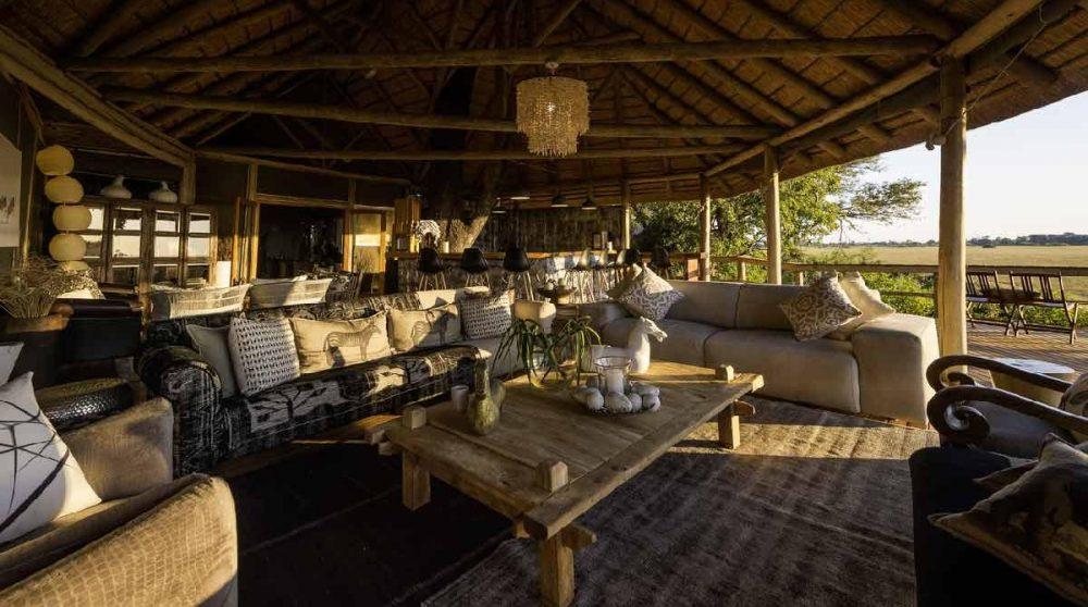 Le lounge baigné de soleil