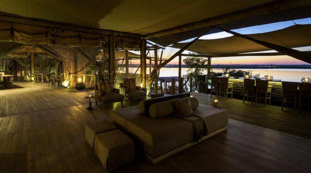 Le lounge au coucher du soleil