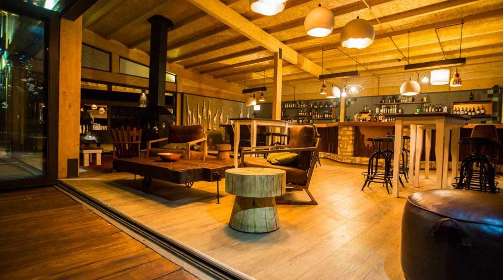 Salon au bar du lodge