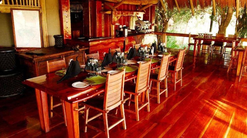 La salle à manger dans le Delta de l'Okavango