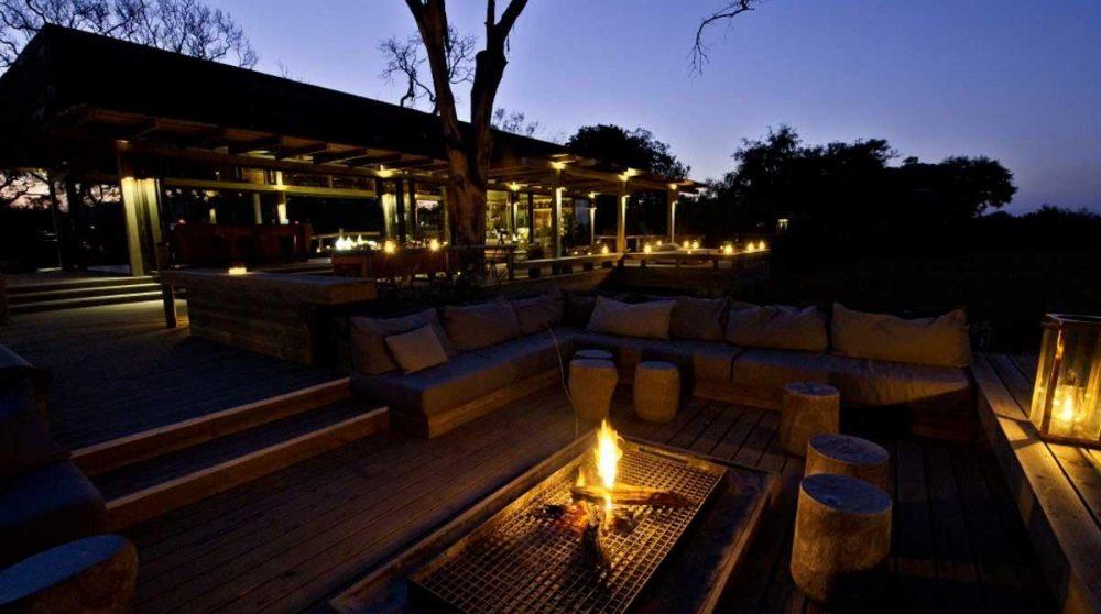 Vue nocturne de la terrasse