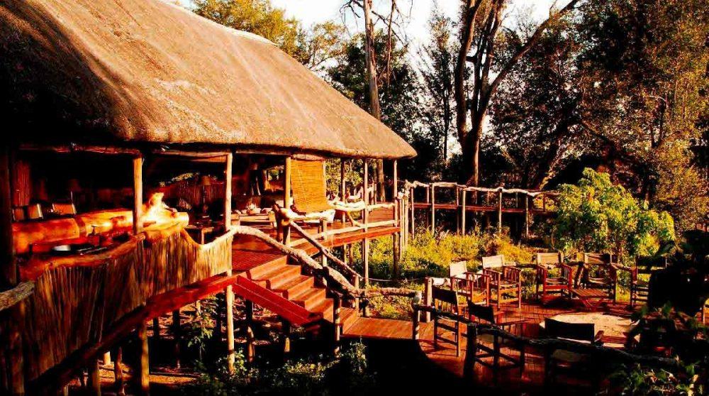 Les escaliers qui mènent au boma dans le Delta de l'Okavango