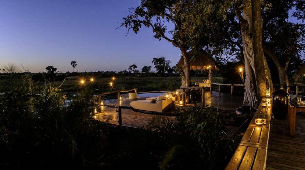 Le camp à la lueur des bougies dans le Delta de l'Okavango