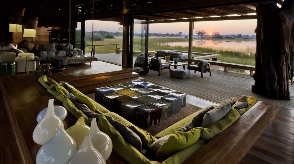 Le salon donnant sur la terrasse dans le Delta de l'Okavango
