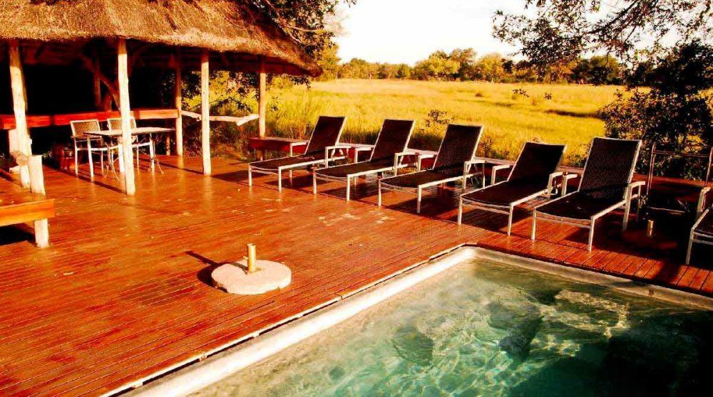 Au bord de la piscine au Botswana