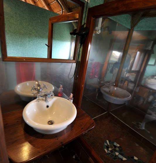 Lavabo dans une salle de bains en Namibie