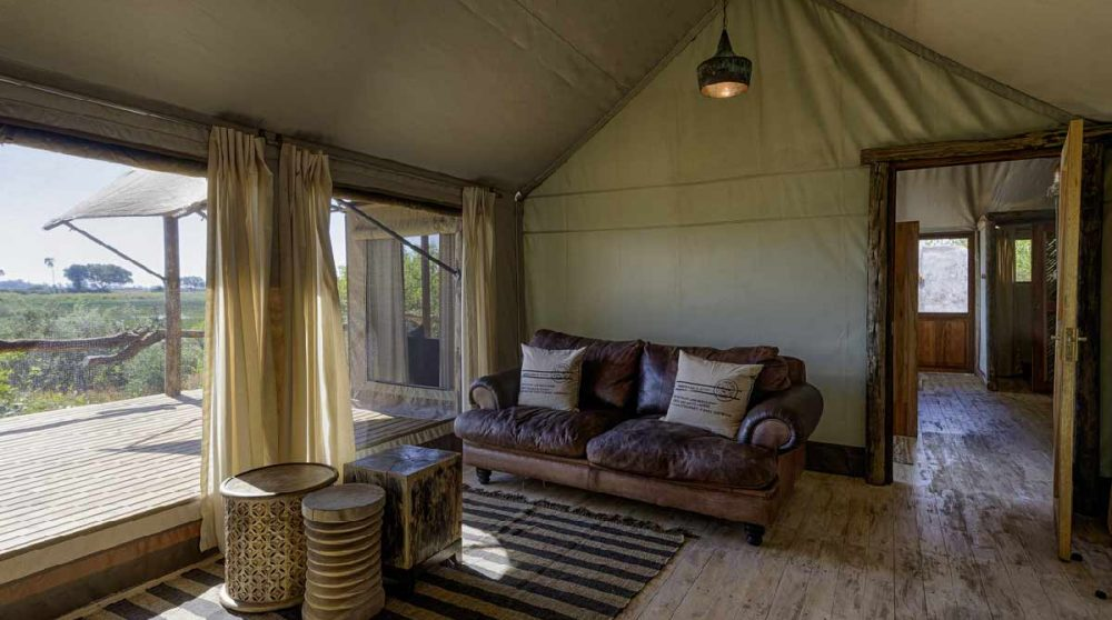 L'espace salon de l'une des tentes au Tubu Tree Camp