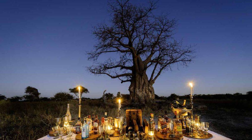 L'apéritif à la lueur des bougies dans le Delta de l'Okavango
