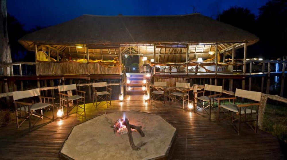 Le boma de nuit au Chitabe Camp