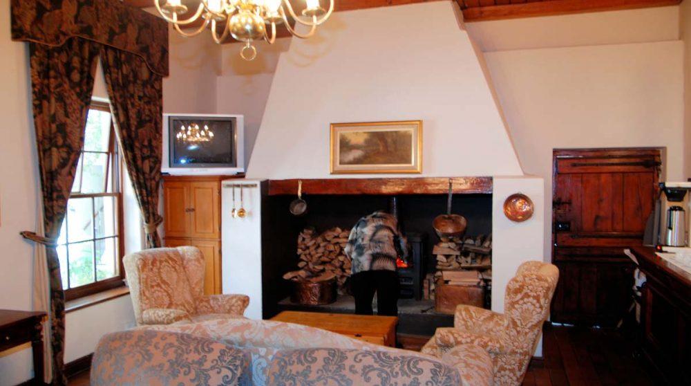 La cheminée dans le salon du D'Ouwe Werf