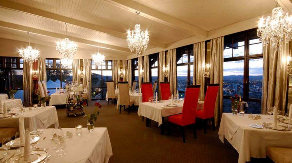 Le restaurant le soir en Namibie