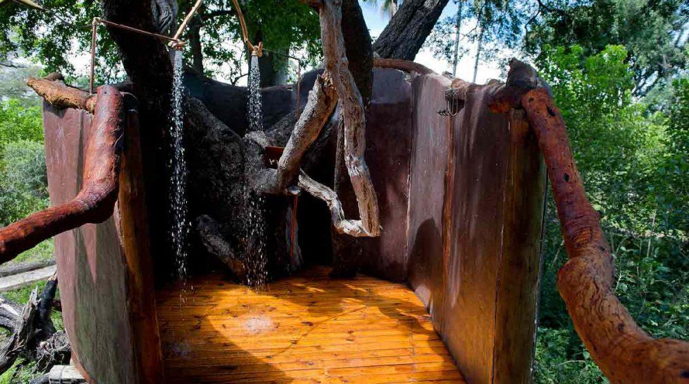Douche extérieure dans le Delta de l'Okavango