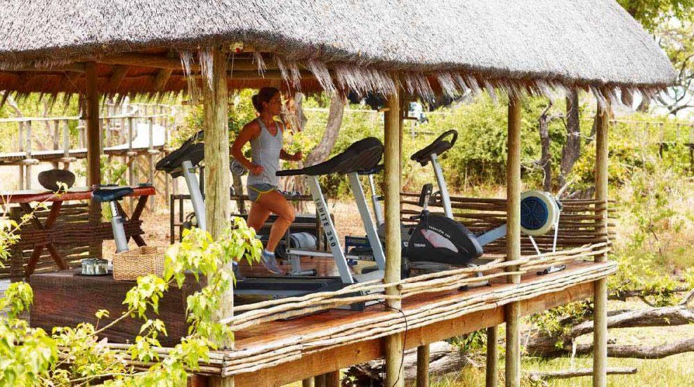 Salle de gym en plein air dans le Delta de l'Okavango