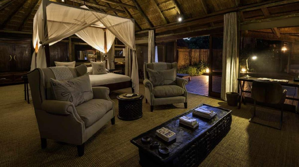 Lumières tamisées dans la tente au Botswana