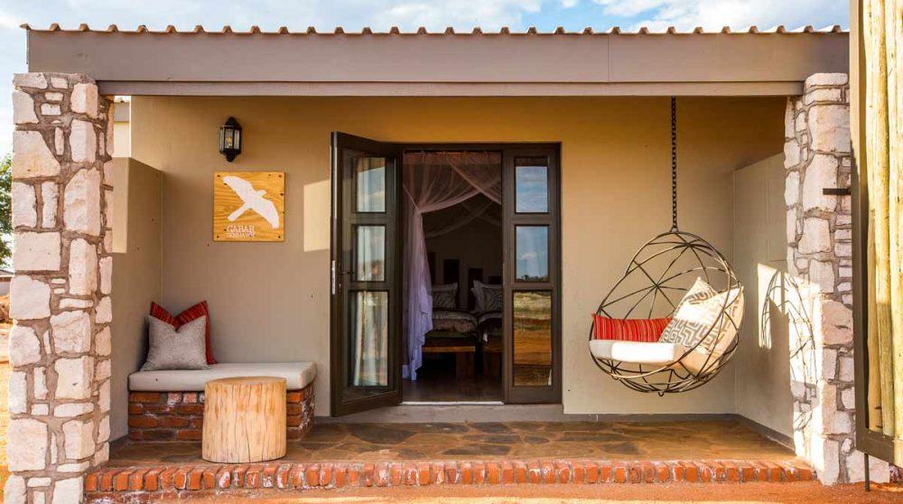 Entrée d'un bungalow comfort en Namibie