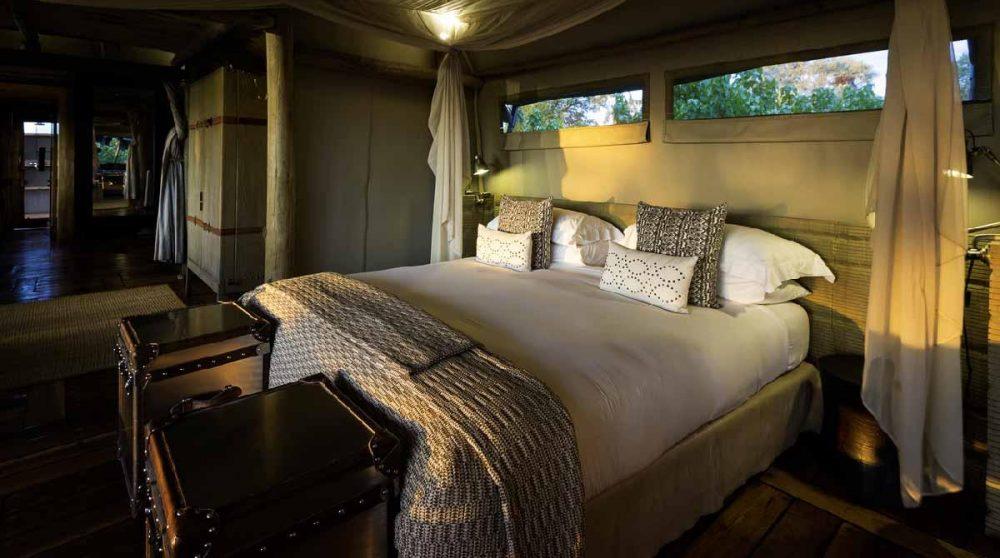 Le confortable lit dans l'une des tentes