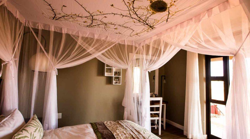Lit dans un bungalow dans le désert du Kalahari
