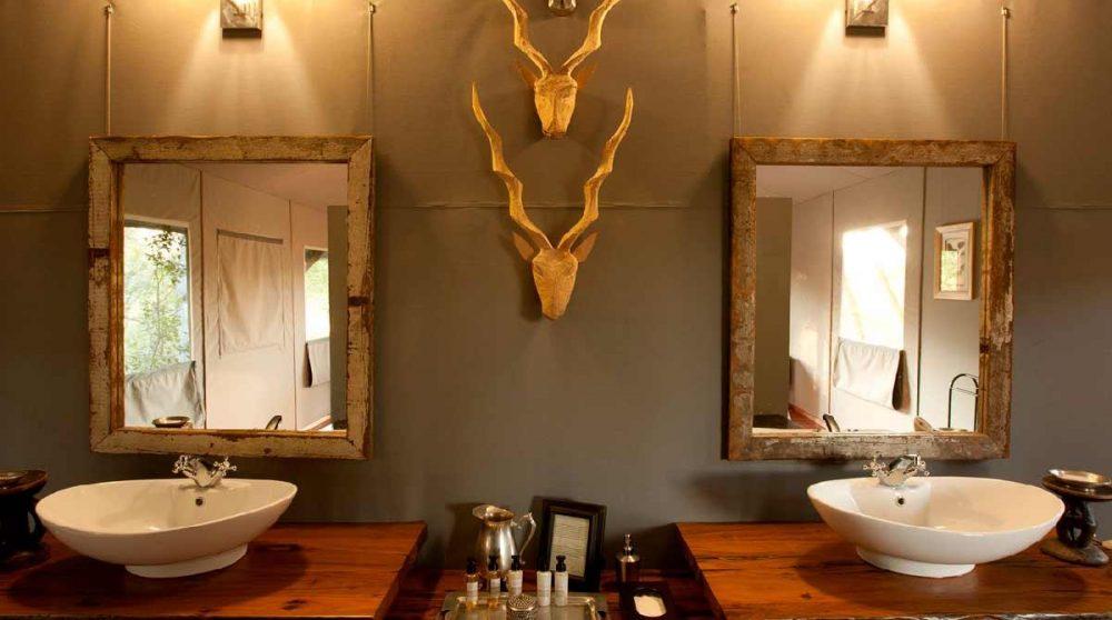 Dans l'une des salles de bains du Chitabe Lediba
