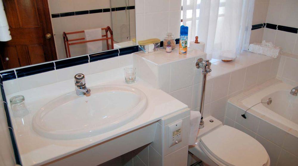 Une salle de bains au D'Ouwe Werf