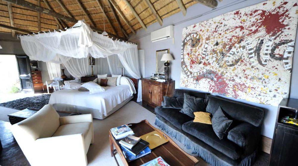 Chambre avec un espace salon à Sabi Sand