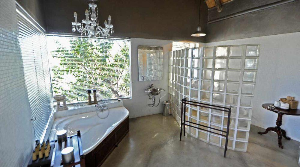 Une salle de bains au Chitwa Chitwa