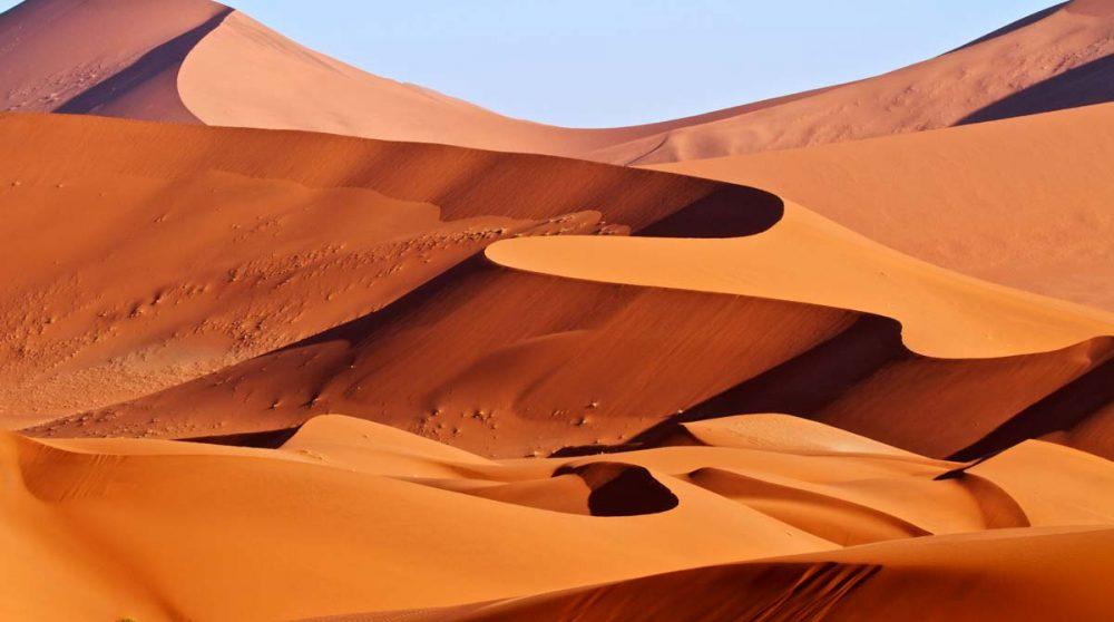 Les dunes dans le désert de Namib en Namibie