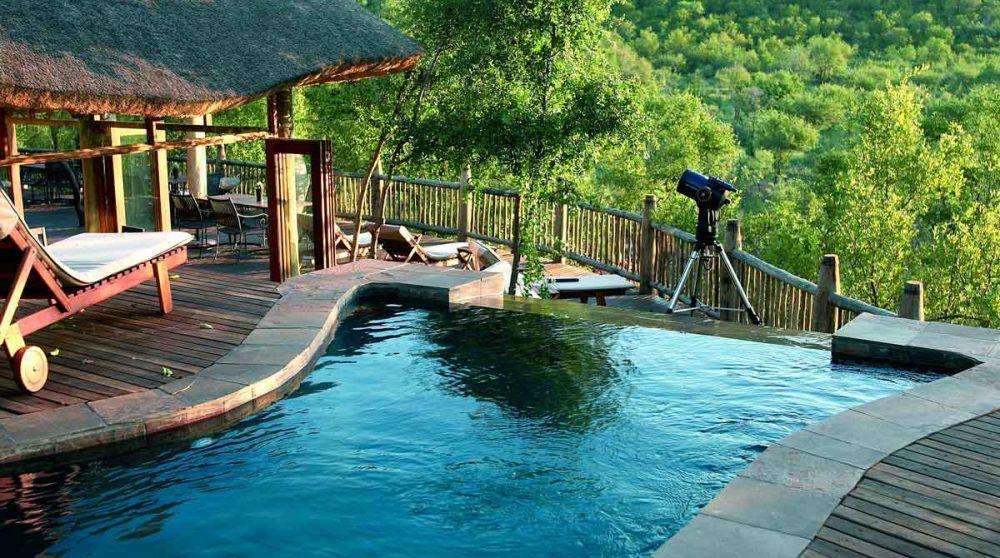 Piscine du Etali Safari Lodge