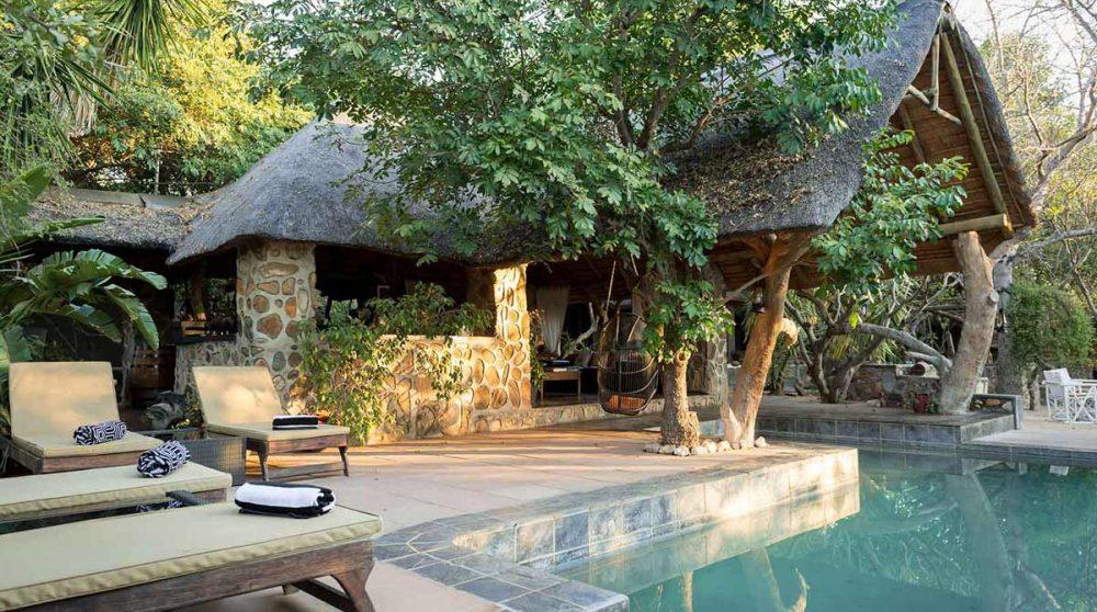 La piscine et les parties communes d'Ezulwini River Lodge