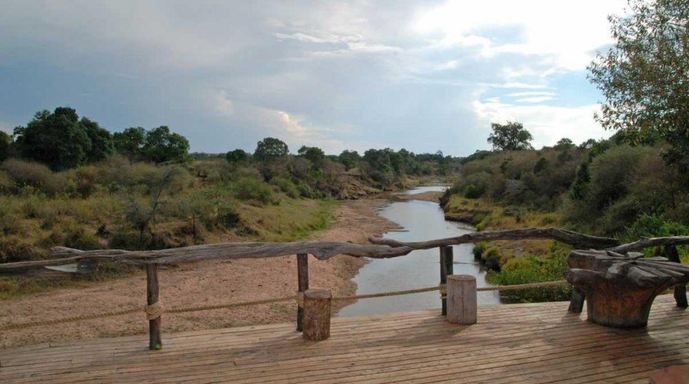 Vue sur la rivière Talek au Mara Explorer au Kenya dans le Masaï Mara