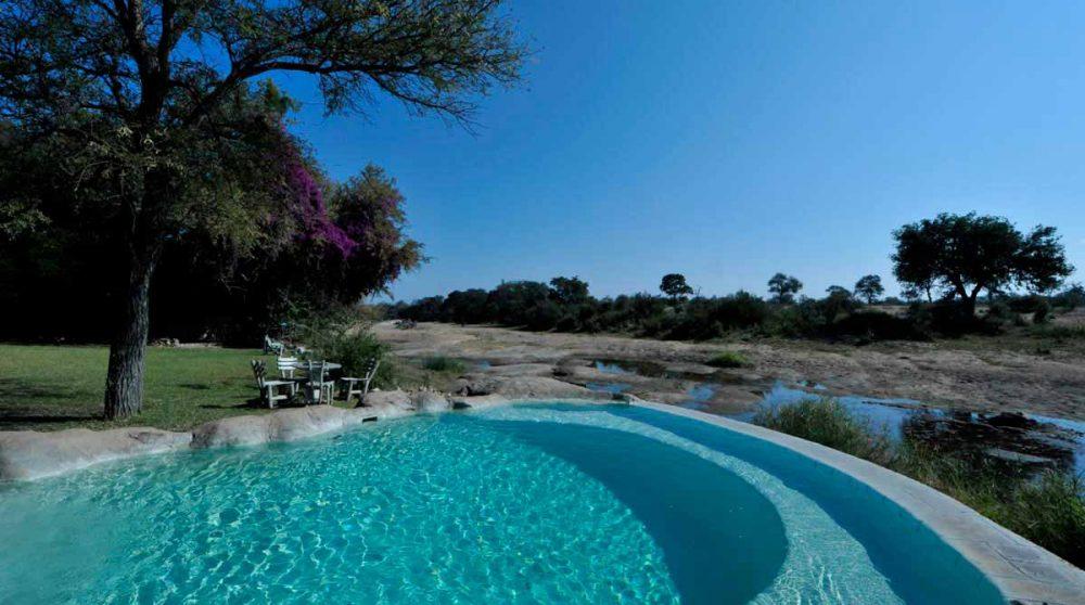 La piscine de l'hôtel Motswari