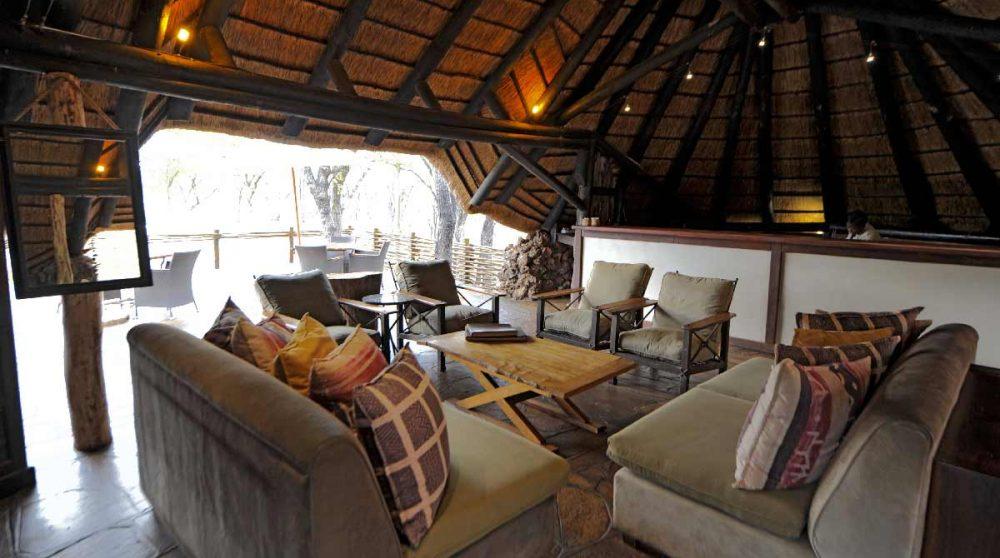 Le salon de l'Ongava Tented Camp en Namibie