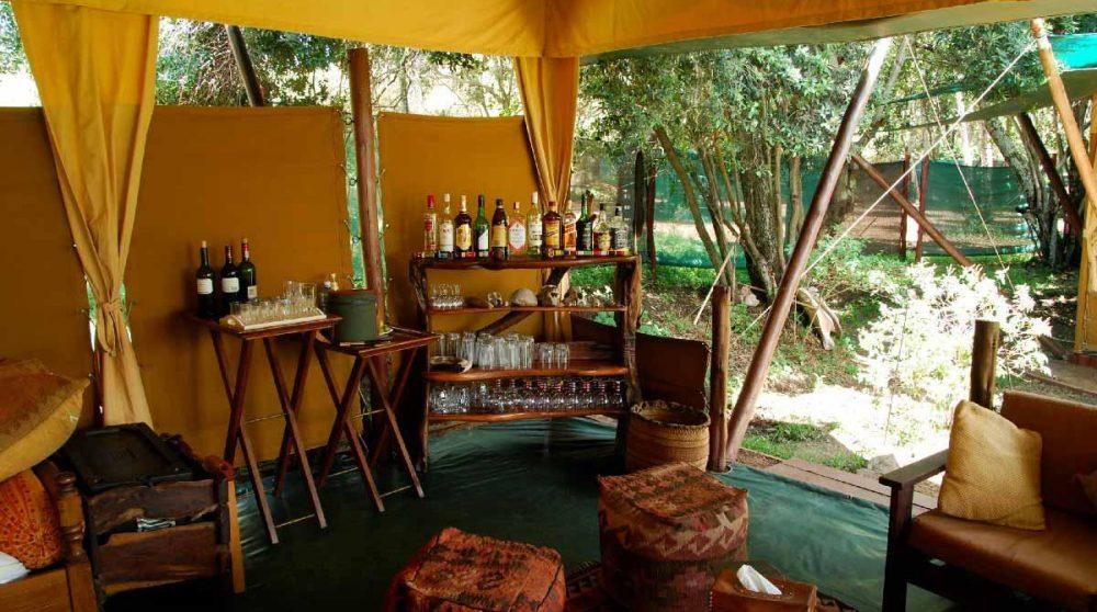 Vue du salon avec le bar au Kenya