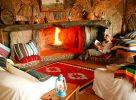 Le salon avec cheminée au Kenya