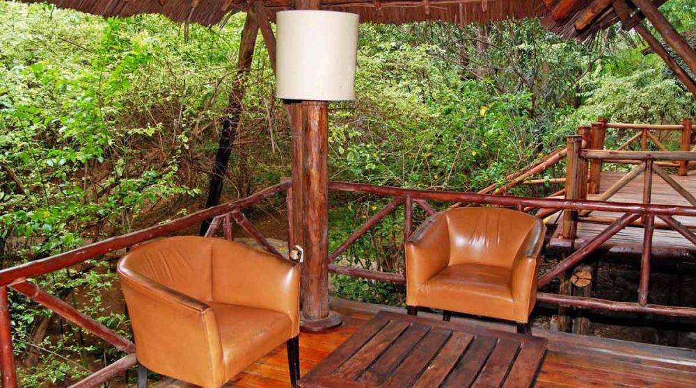Fauteuils sur la terrasse au Kenya