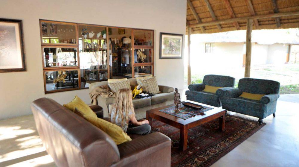 Un salon près de l'acceuil à Timbavati