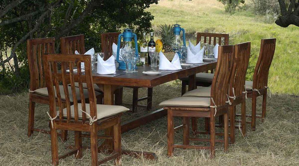 Une table dans le jardin au Kenya