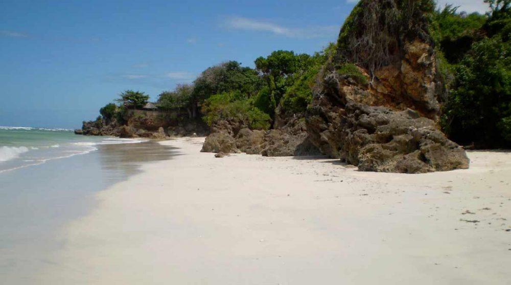 La plage de l'hôtel au Kenya