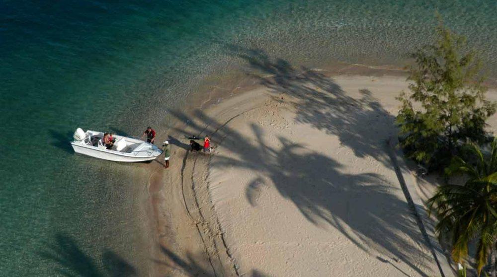 Arrivée en bateau sur l'île