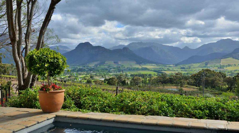 La piscine et la vallée en Afrique du Sud